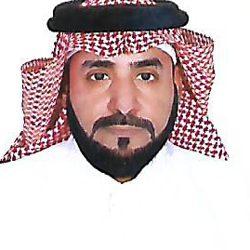 محمد عبده يلبي طلب فتاة قبل صعوده المسرح