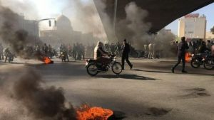 مقتل متظاهرين وشرطي إيراني في «احتجاجات المياه»