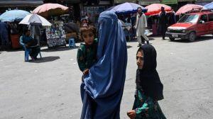 غني يتهم «طالبان» بالارتباط بـ«القاعدة» وهي متهمة بالإرهاب